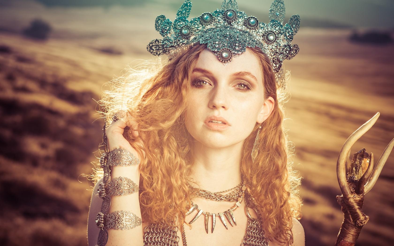 Девушка принцесса фото с короной